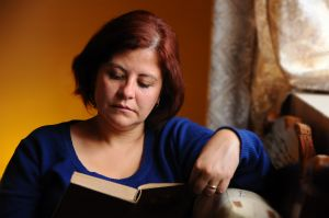 1207951_woman_reading_at_home